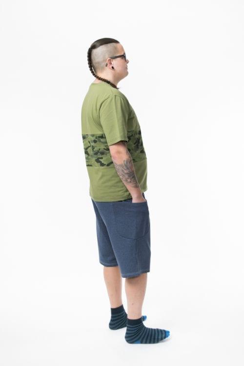 Sivutaskulliset shortsit ja Ned paita