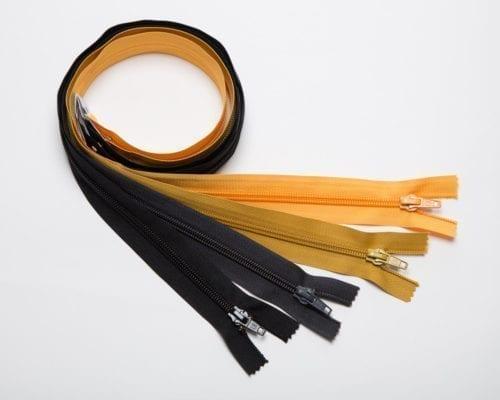 Musta, tummanharmaa, okra, keltainen